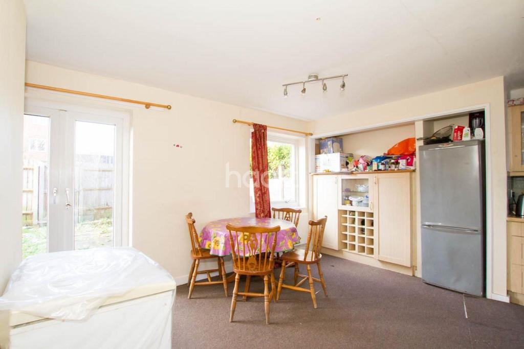 3 Bedrooms Terraced House for sale in Neath Hill