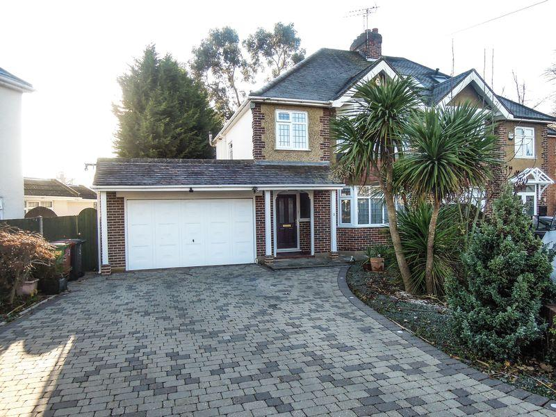 4 Bedrooms Semi Detached House for sale in Bouverie Way, Castleview Catchment.