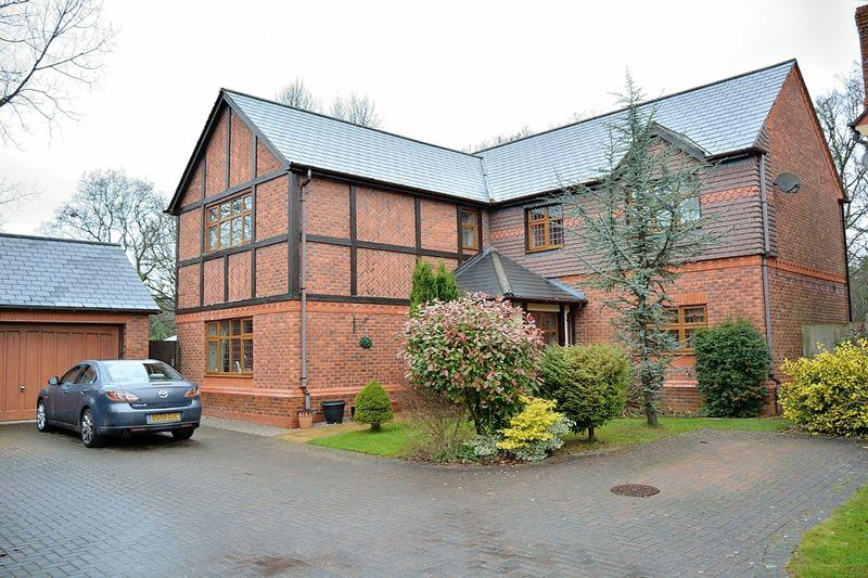 5 Bedrooms Detached House for sale in Maple Grove, St Edwards Park
