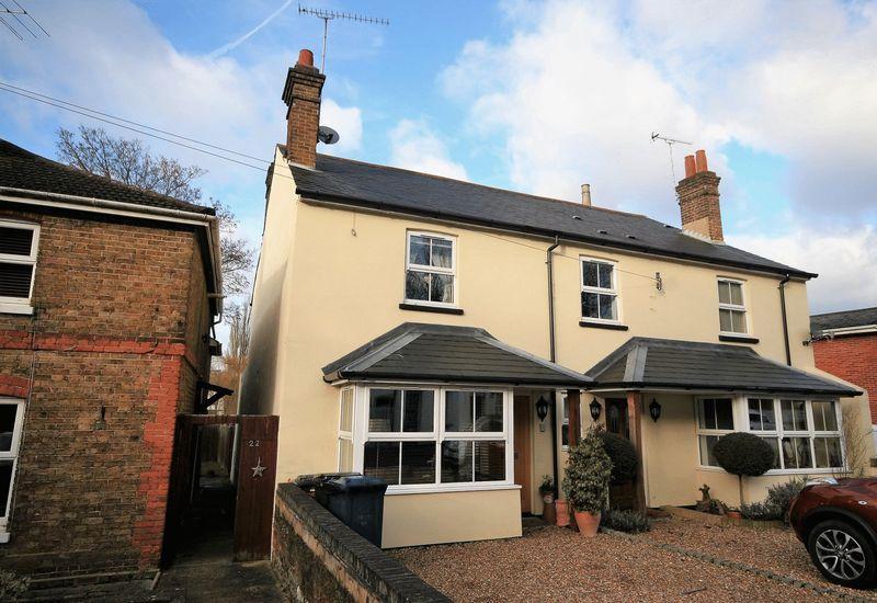 2 Bedrooms Semi Detached House for sale in Abbey Street, Farnham