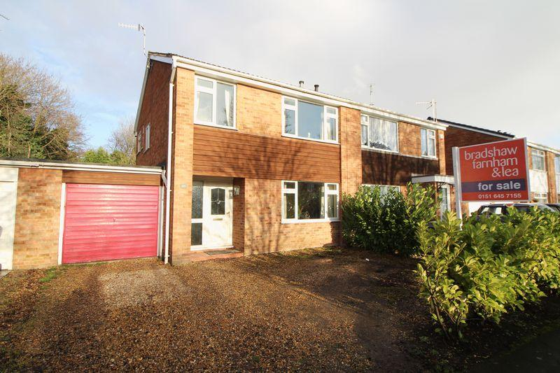 3 Bedrooms Semi Detached House for sale in Delves Avenue, Spital