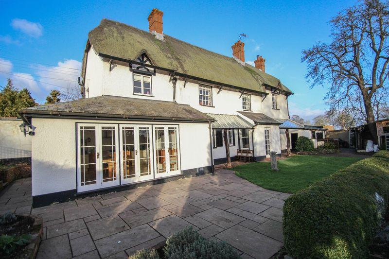 4 Bedrooms Detached House for sale in White Cottage, Belle Parade, Crediton