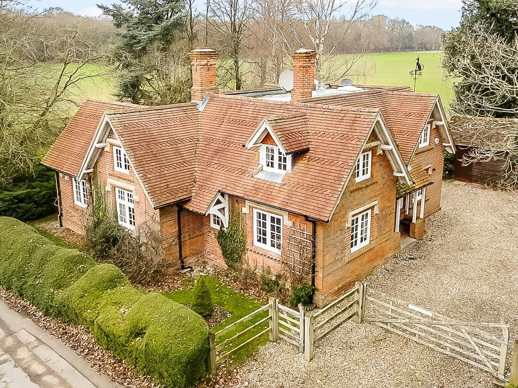 3 Bedrooms Unique Property for sale in Upper Denford, Hungerford, Berkshire, RG17