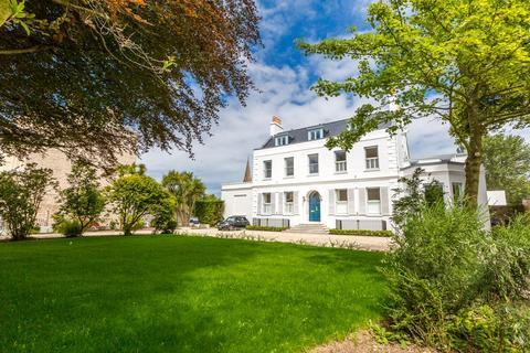 2 bedroom apartment for sale - Grange Road, St. Peter Port, Guernsey