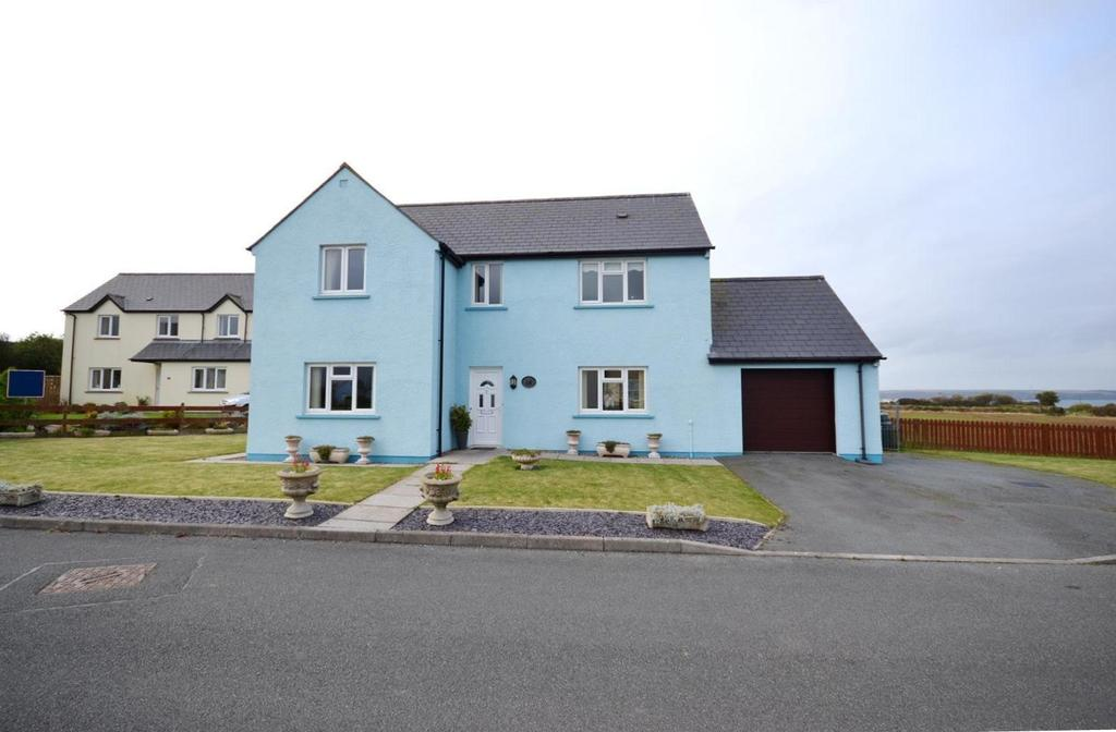 4 Bedrooms Detached House for sale in Angle