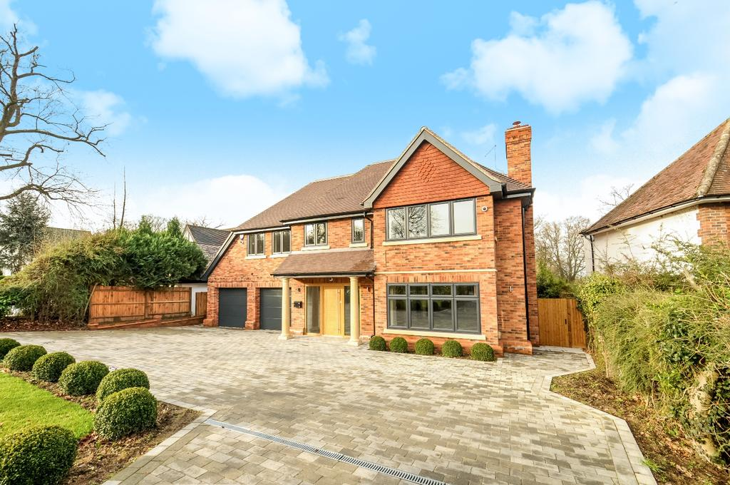 5 Bedrooms Detached House for sale in Homestead Road Chelsfield Park BR6