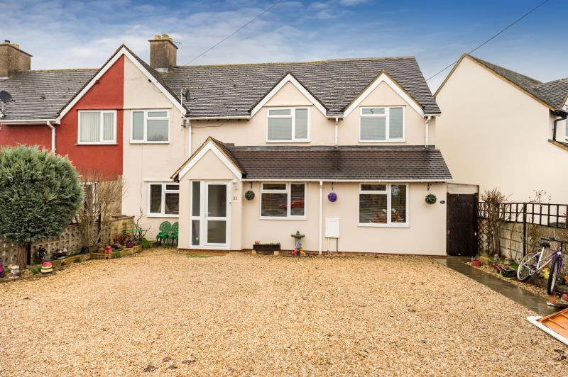 4 Bedrooms Semi Detached House for sale in Shipton Road, Woodstock, Oxfordshire