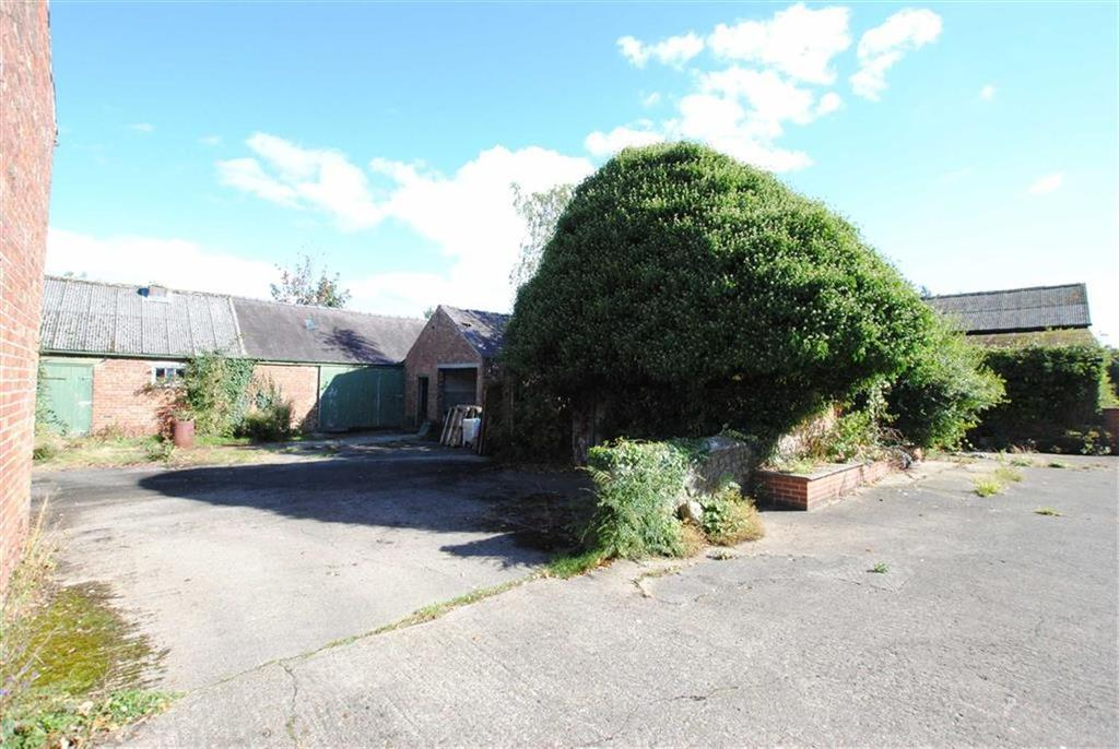 4 Bedrooms Semi Detached House for sale in The Barns, Ripon, HG4