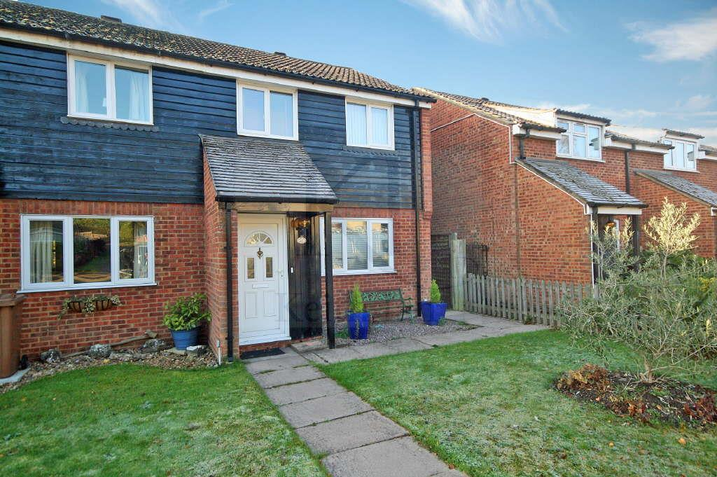 3 Bedrooms Terraced House for sale in Roydon Road, Stanstead Abbotts