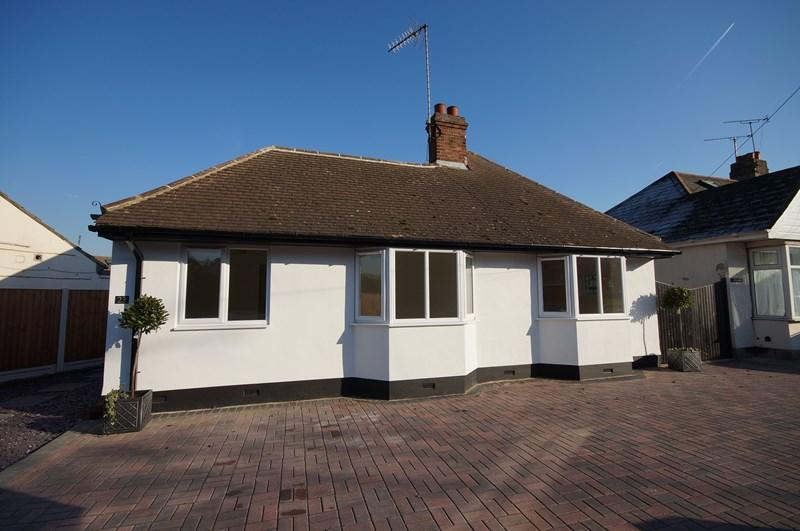 2 Bedrooms Detached Bungalow for sale in Bellhouse Crescent, Leigh-On-Sea
