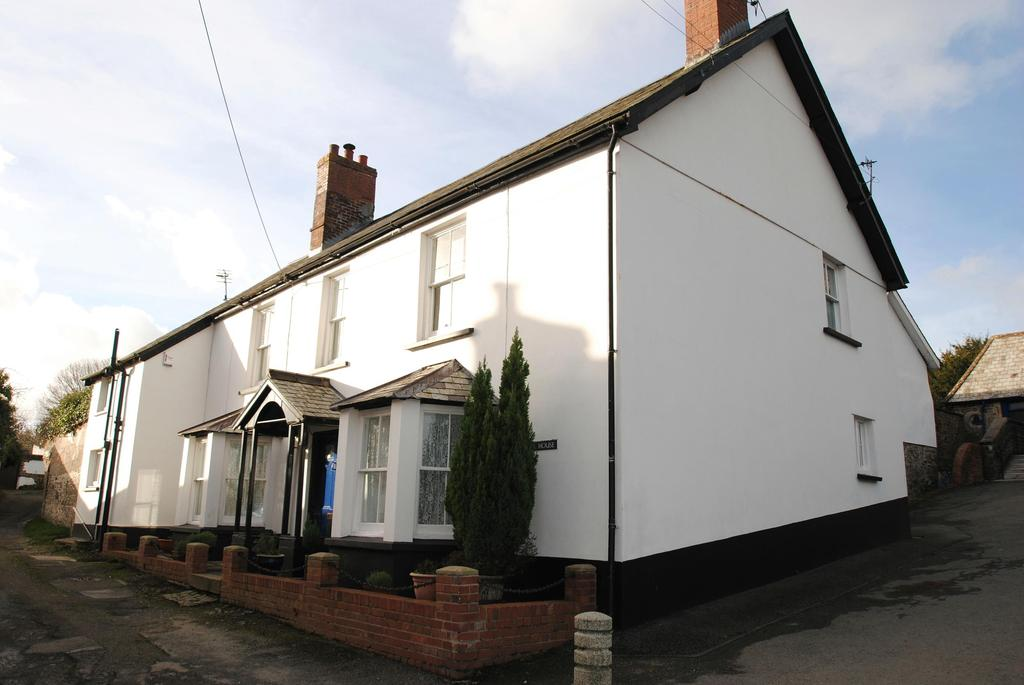 5 Bedrooms Detached House for sale in The Square, Chittlehampton