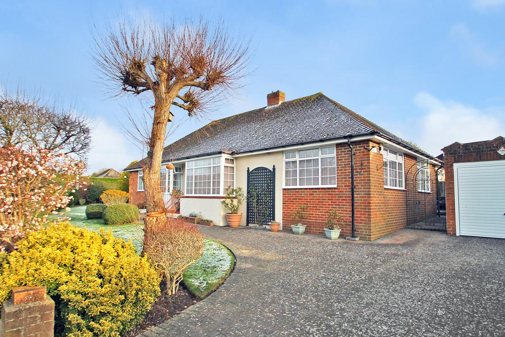 2 Bedrooms Detached Bungalow for sale in Findon Road, Worthing, BN14 0HB