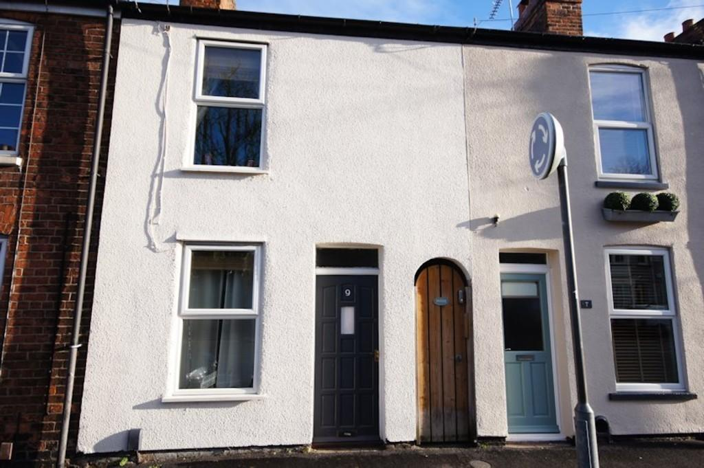 2 Bedrooms Terraced House for sale in Burton Road, Lincoln