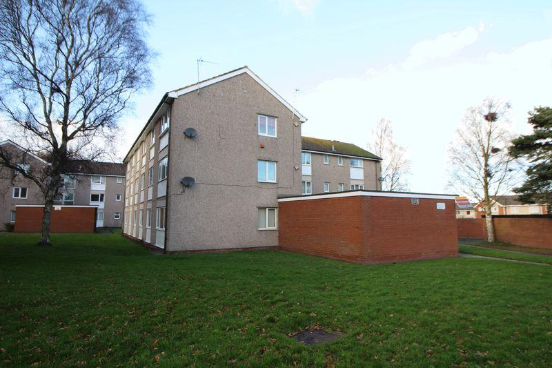 3 Bedrooms Apartment Flat for sale in Conway Court, Wirral
