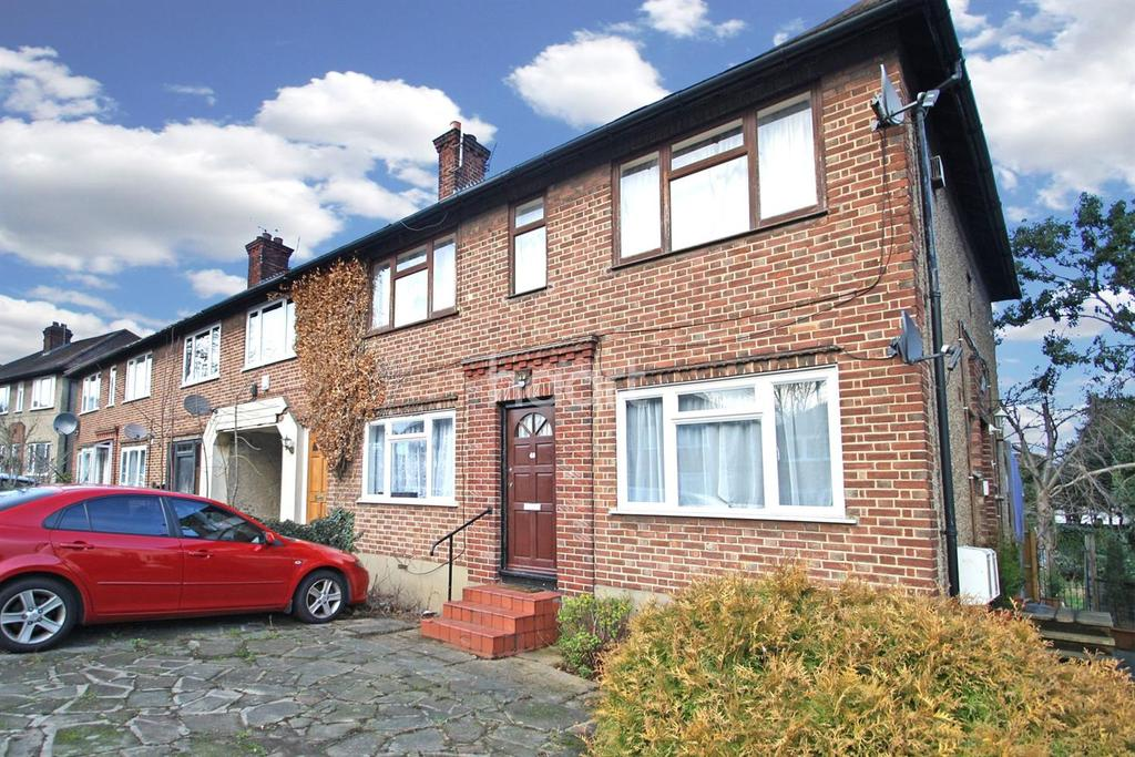 2 Bedrooms Maisonette Flat for sale in St Anthonys Avenue, Woodford Green, IG8