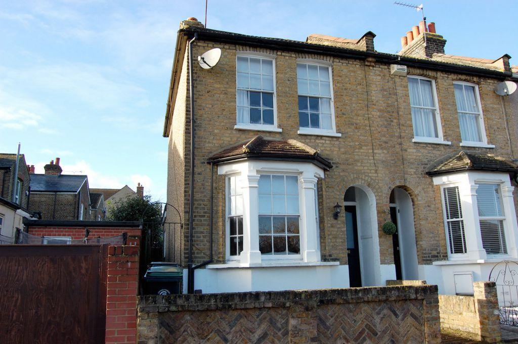 2 Bedrooms End Of Terrace House for sale in Alfred Road, Buckhurst Hill, IG9