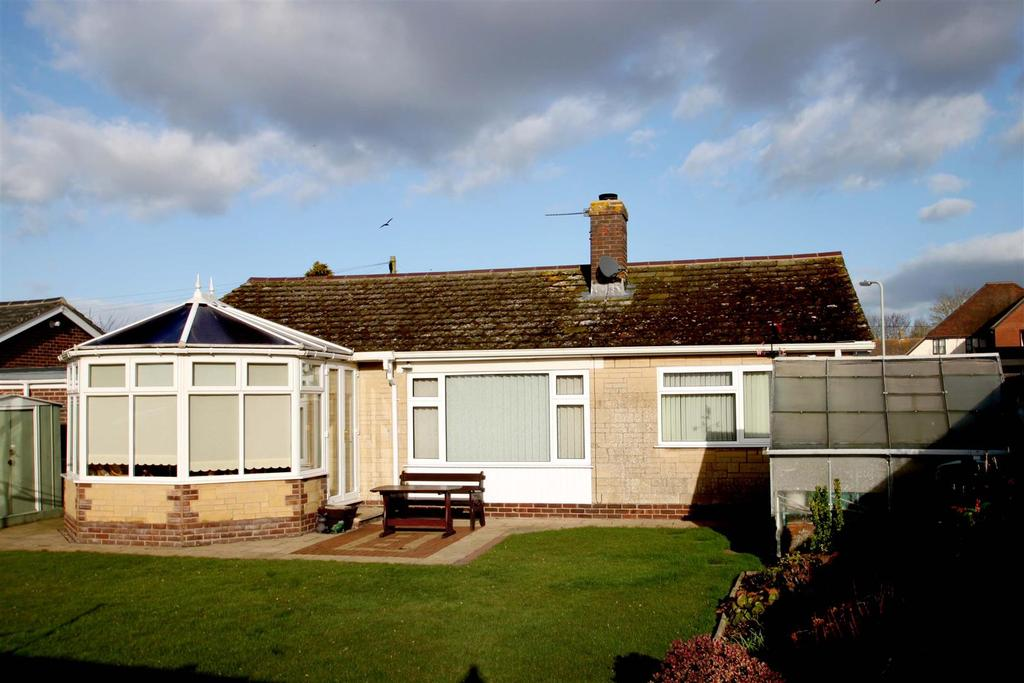 3 Bedrooms Detached Bungalow for sale in Pauls Way, Watlington