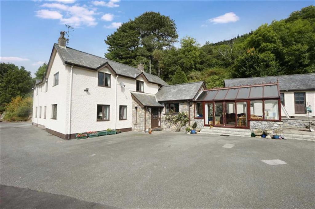 4 Bedrooms Detached House for sale in Maenan, Llanrwst