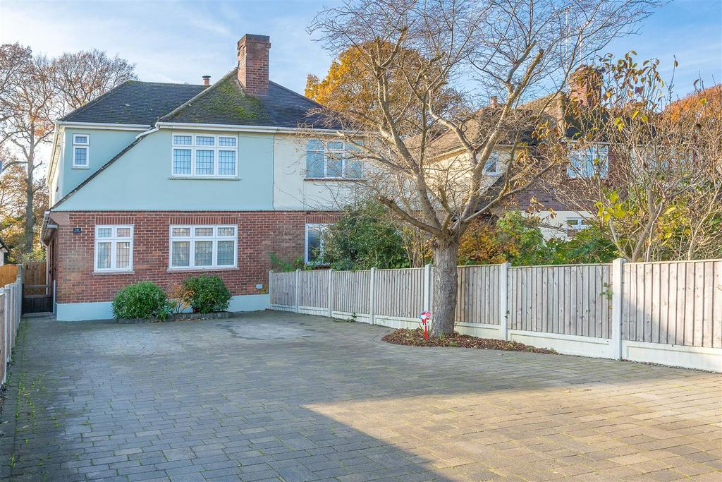 3 Bedrooms Semi Detached House for sale in Ingrave Road, Brentwood