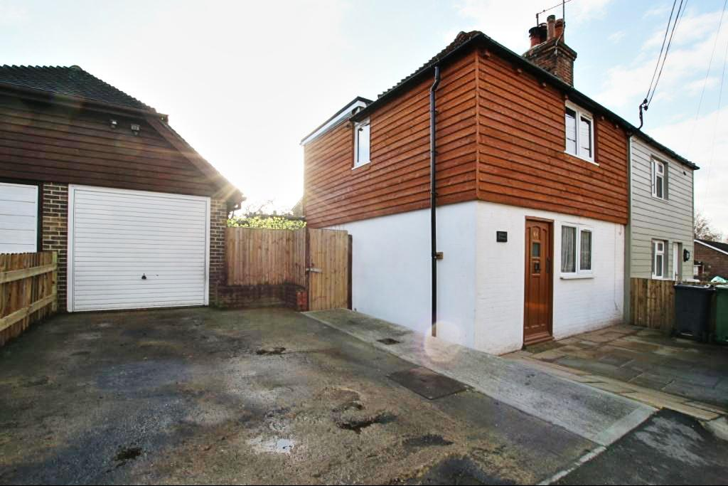 2 Bedrooms Semi Detached House for sale in Upper Horsebridge, Hailsham BN27