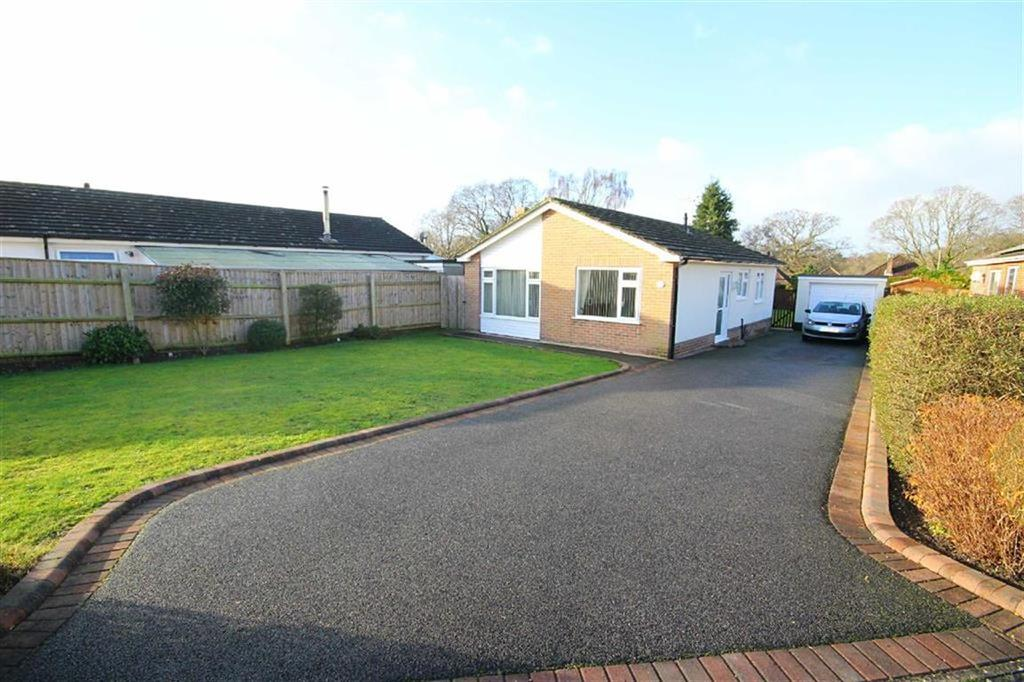 2 Bedrooms Detached Bungalow for sale in Paddock Close, Stapehill