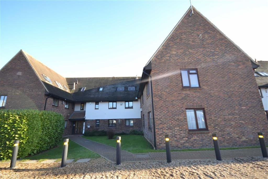2 Bedrooms Apartment Flat for sale in Abbotsleigh Road, South Woodham Ferrers, Essex