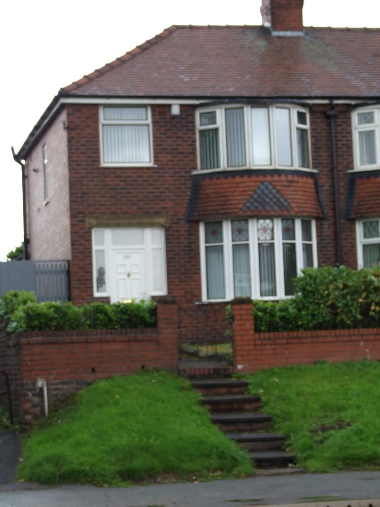 3 Bedrooms Semi Detached House for rent in Broadway, Chadderton, Oldha OL9