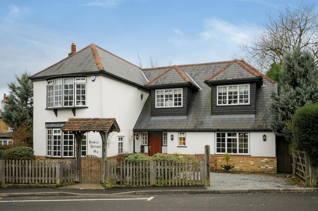 4 Bedrooms Detached House for sale in Commonside Keston BR2