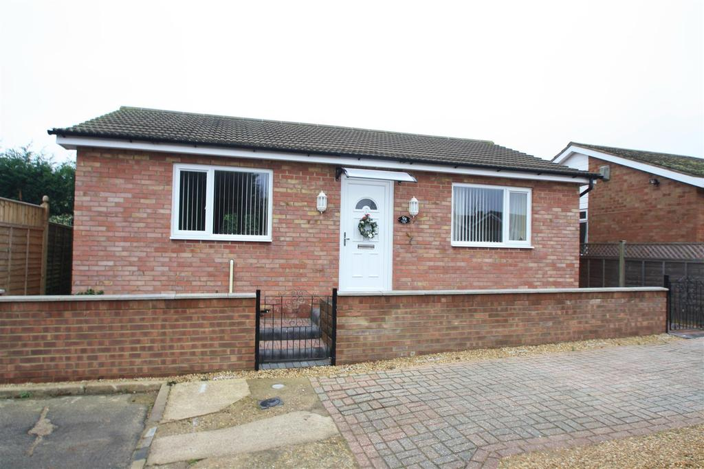 2 Bedrooms Detached Bungalow for sale in Craigmore Avenue, Bletchley, Milton Keynes