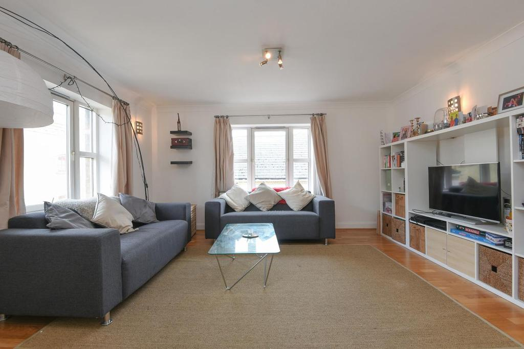 2 Bedrooms Flat for sale in King Queen Wharf, Rotherhithe Street, Surrey Quays, SE16