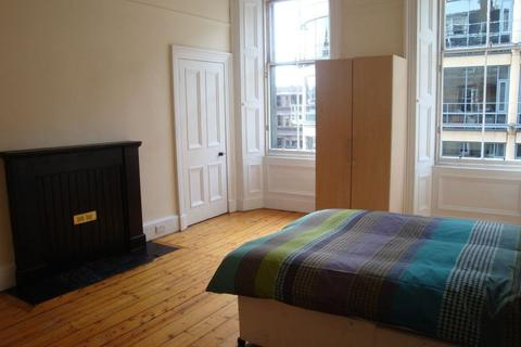 3 bedroom flat to rent - 44 (2F1) Haymarket Terrace