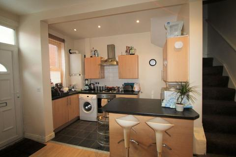 3 bedroom terraced house to rent - Harold Place, Hyde Park, LS6 1PQ