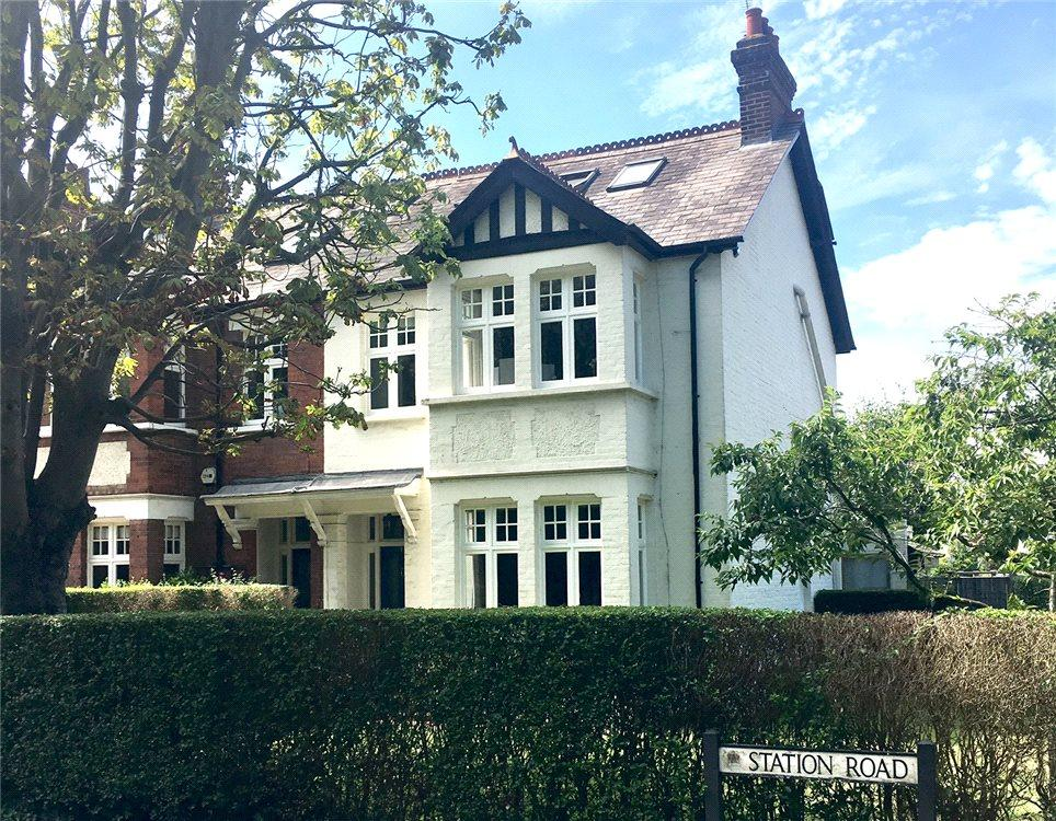 4 Bedrooms Semi Detached House for sale in Station Road, Esher, Surrey, KT10