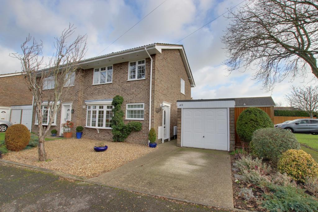 3 Bedrooms Semi Detached House for sale in Hayling Island