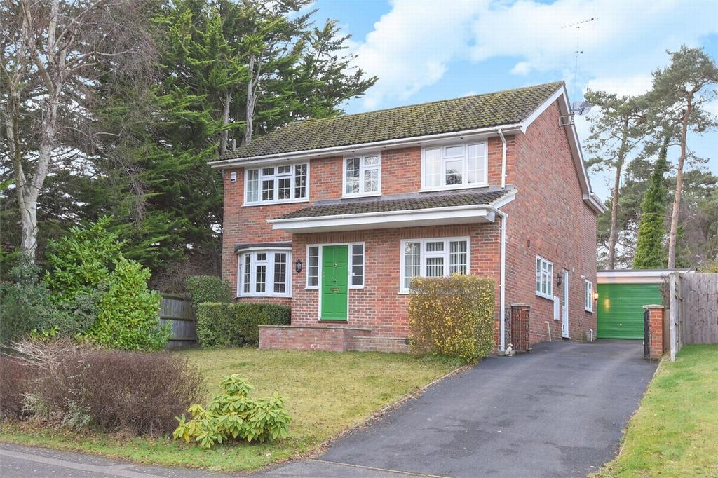 4 Bedrooms Detached House for sale in Fleet, Hampshire