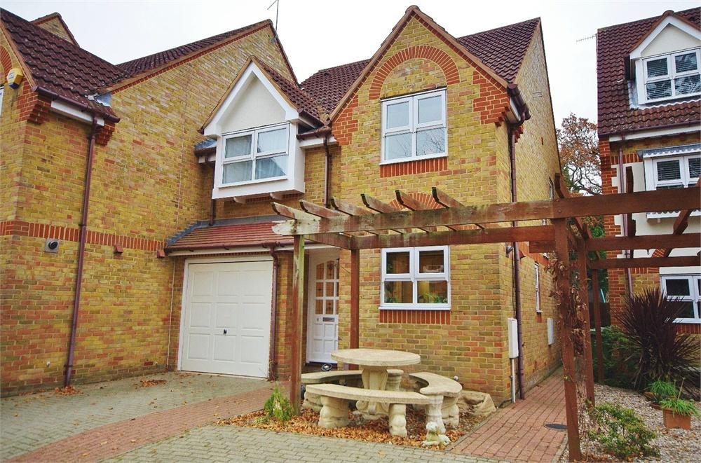 4 Bedrooms Semi Detached House for sale in Pinewood Close, Watford, Hertfordshire, WD17