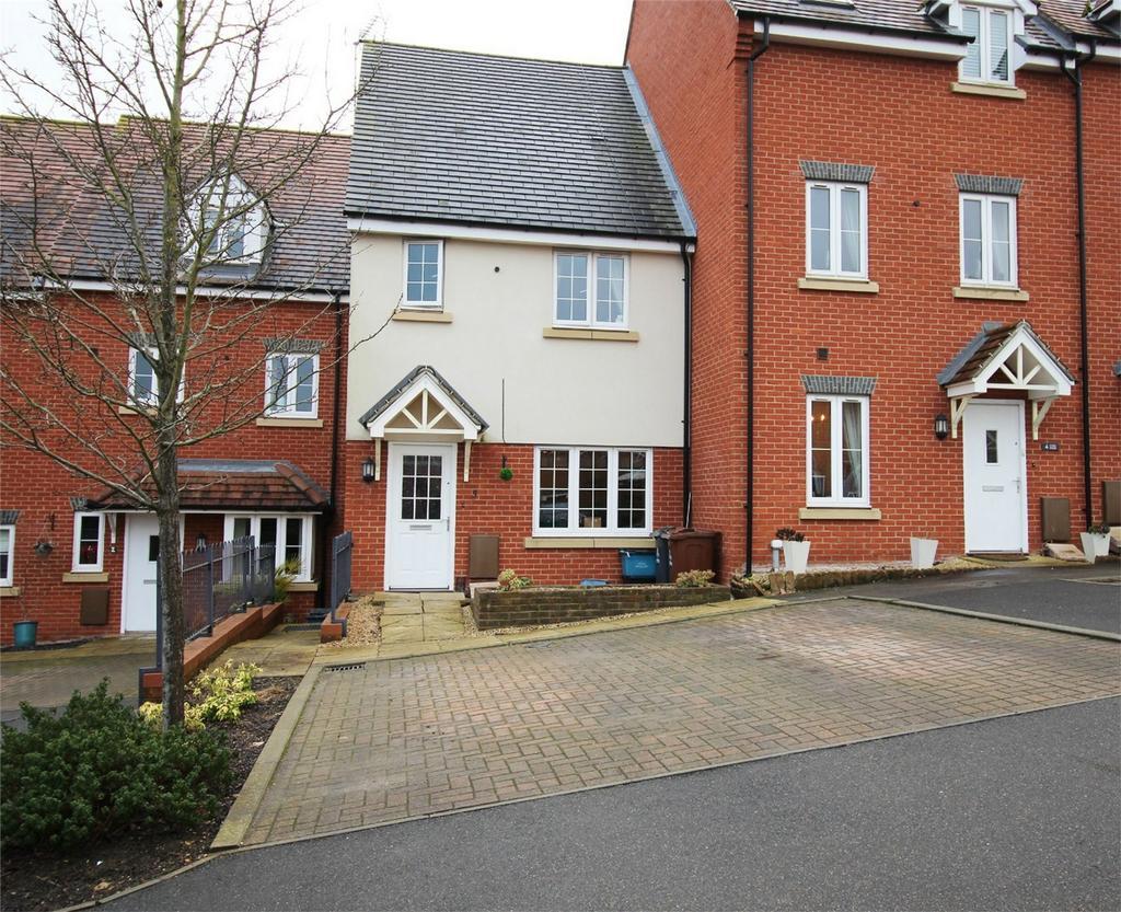 3 Bedrooms Terraced House for sale in Pembridge Gardens, Stevenage, Hertfordshire