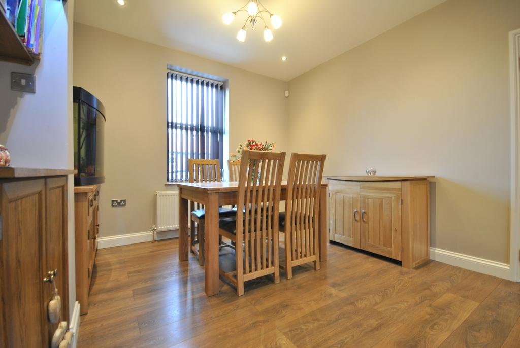 3 Bedrooms Terraced House for sale in Shroffold Road Downham BR1