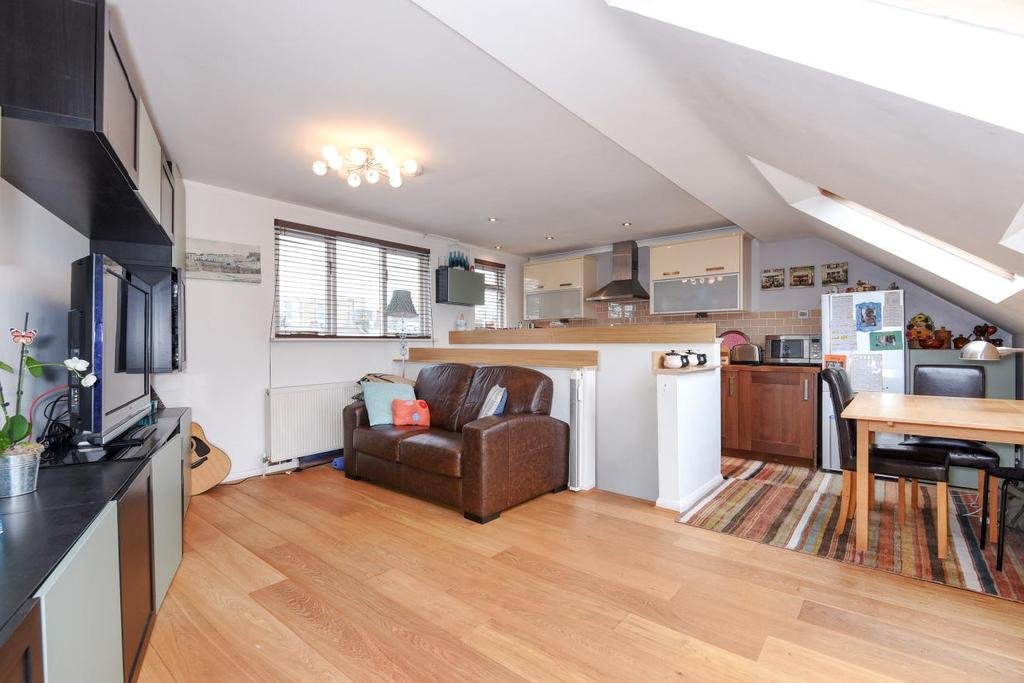 3 Bedrooms Terraced House for sale in Kent Road, Chiswick, W4