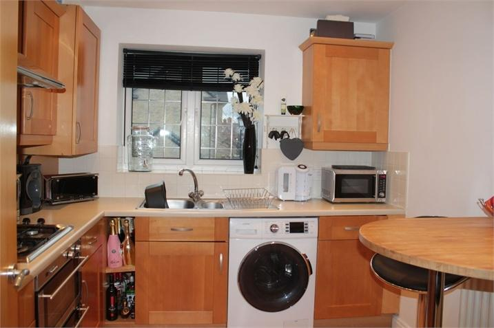2 Bedrooms Flat for sale in 19 Calderstones Drive, Calderstones Park, Whalley