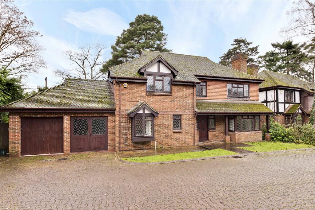 4 Bedrooms Detached House for sale in Chadworth Way, Claygate, Esher, Surrey, KT10