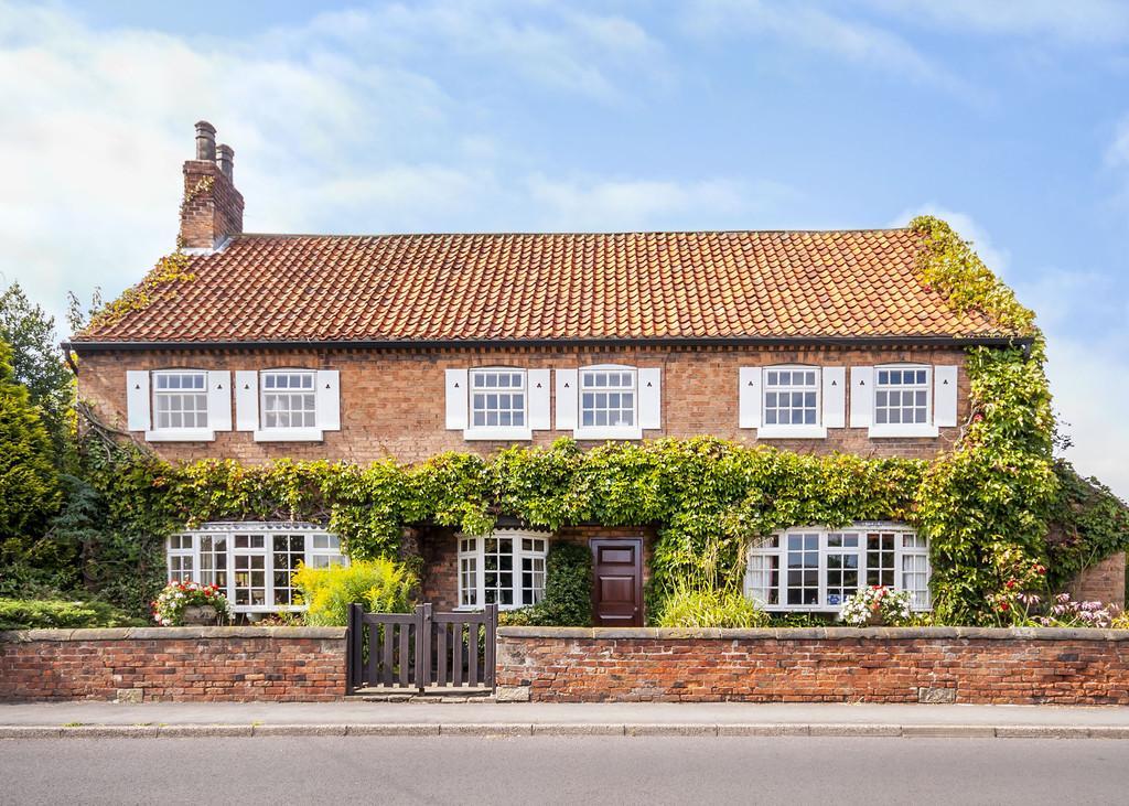 5 Bedrooms Detached House for sale in Town Street, Sutton Cum Lound, Retford