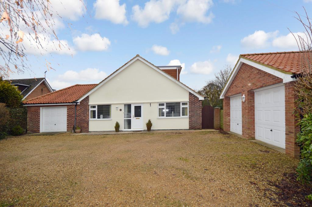4 Bedrooms Detached Bungalow for sale in The Green, North Runcton, Norfolk.PE33 0RB