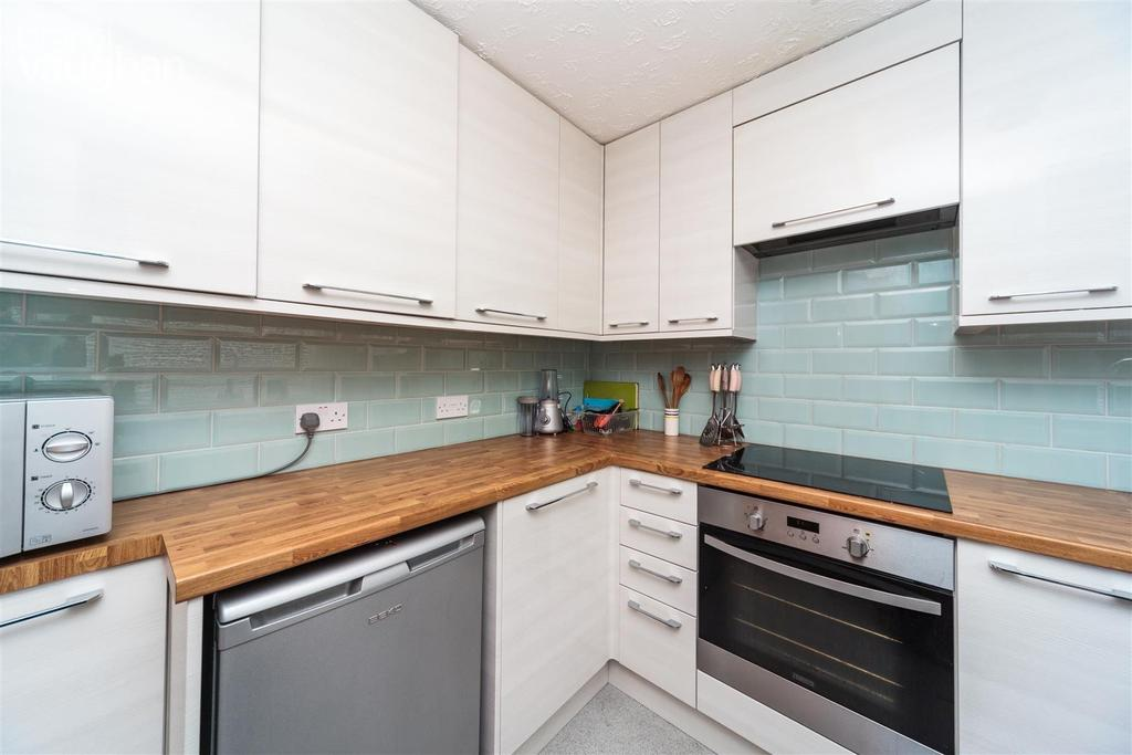 Kimberley road brighton bn2 4 bed house to rent 1 993 for 2 kitchen house for rent