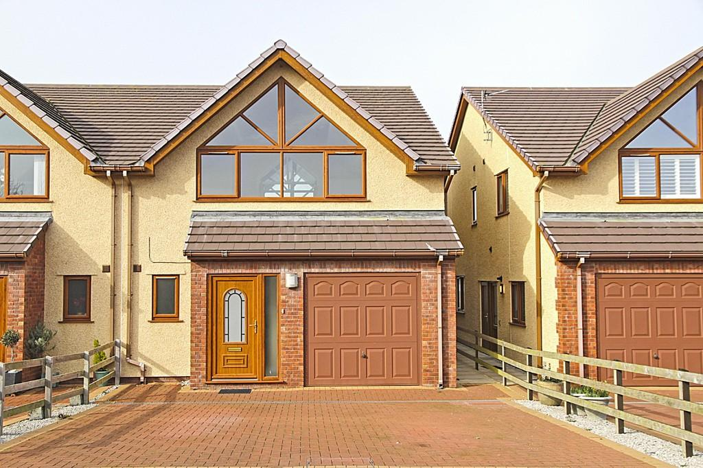 3 Bedrooms Semi Detached House for sale in Vista Del Mar, Valley, North Wales