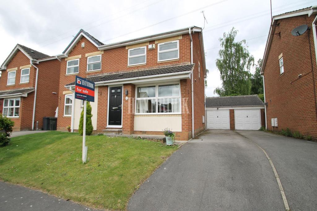 3 Bedrooms Semi Detached House for sale in Westerton Drive, Bramley