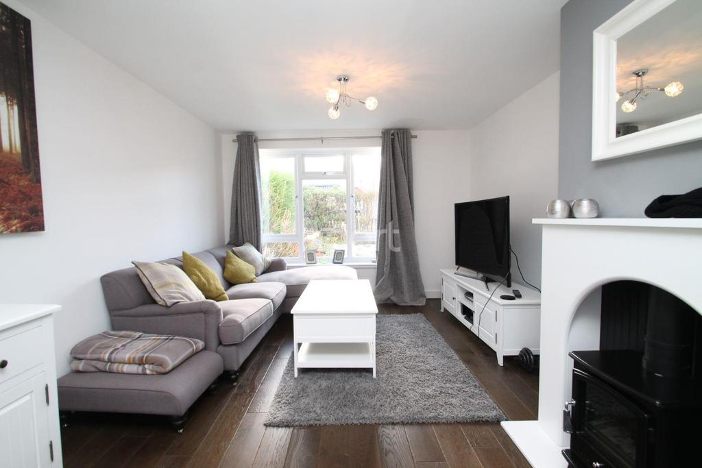 3 Bedrooms Semi Detached House for sale in Lansdowne Drive, Rayleigh