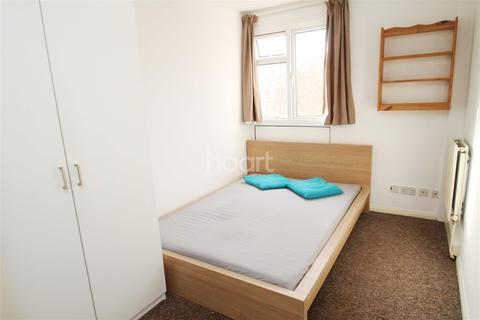 1 bedroom house share to rent - Park Barn Drive