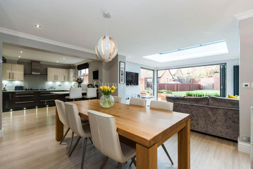 4 Bedrooms Detached House for sale in Galton Road, Sunningdale