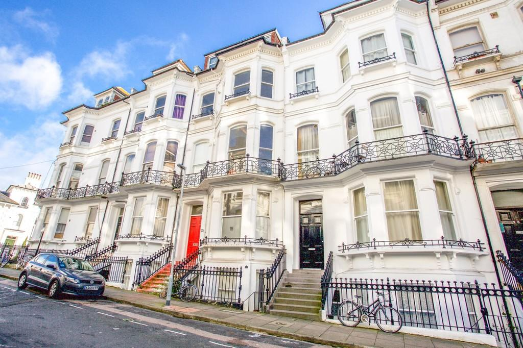 2 Bedrooms Apartment Flat for sale in St. Michaels Place, Brighton